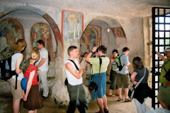 """Wykuty w skale kościół św. Mikołaja, zwany """"Kaplicą Sykstyńską prawosławia"""", znajduje się jeszcze na terenie Apulii, w pobliżu miasta Móttola. Foto: Piotr Bocian"""