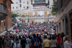 Schody Hiszpańskie - tłum turystów,... Foto: Andrzej Borzym