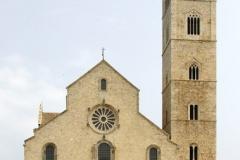...wyprowadził nas na nadbrzeżny plac przez imponującą katedrą w Trani. Foto: Piotr Maculewicz