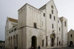 Katedra w Bari - pod wezwaniem św. Mikołaja - ledwo mieści się w kadrze. Foto: Piotr Maculewicz
