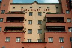 """Karl Marx Hof, arcydzieło wiedeńskiego modernizmu i symbol """"Czerwonego Wiednia"""". Foto: Piotr Bocian"""