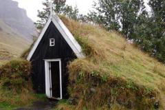XVII-wieczny kościółek w Núpsstadhur to jeden z najcenniejszych zabytków południowej Islandii. Foto: Krzysztof Chojnowski