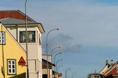 Eyrarbakki - miasteczko dość spore jak na Islandię, ok. 2000 mieszkańców. Tu ulica w dzień powszedni z godzinach popołudniowego szczytu. Foto: Piotr Bocian