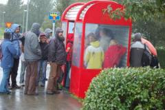 Czekamy na autobus - pada deszcz,... Foto: Anna Potapowicz