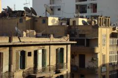 Poranny widok z naszego hotelu, gdzieś nad dachami centrum. Foto: Piotr Maculewicz