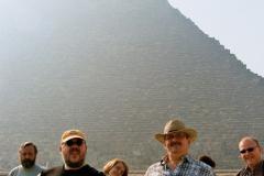 Kolosy Memnona z wizytą u piramid. Foto: Piotr Bocian