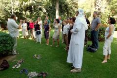 Zaimprowizowany występ w ogrodzie ambasady, już po głosowaniu. Foto: Anna Potapowicz
