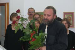 Andrzej Borzym kwiatami obdarowany; Fot. Bartosz Pawłowski