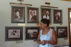 …oprowadziła osobiście Pani Renata Kutera Zdravkovska, dyrektor Muzeum. Fot. Iwona Januszkiewicz-Rębowska