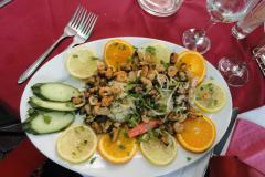 …lub świeże owoce morza, wprost z Grecji lub Albanii,… Fot. Ancja Łabuszewska