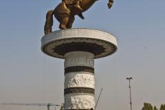 Na centralnym placu miasta wznosi się konny pomnik starożytnego władcy – teoretycznie bezimienny, ale wiadomo, że w Macedonii wszystko poświęcone jest Aleksandrowi Wielkiemu. Fot. Artur Mikołajewski