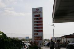 Stacja, benzyna, ceny – ale co to za kraj, jaka to waluta?!? Fot. Piotr Boratyński