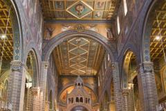 Kolorowe wnętrze katedry zdradza XIX-wieczne naleciałości,… Fot. Artur Mikołajewski