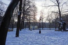 Pierwszym celem naszej wycieczki był niepozorny park, otoczony bogatymi kamienicami... Fot. Ancja Łabuszewska