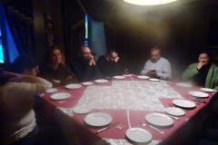 Głodni i zziębnięci trafiamy do syberyjskiej restauracji. Pełna napięcia chwila przed jedzeniem, aż na stół wjechały m.in.... Fot. Iwona Januszkiewicz-Rębowska