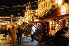 Na Placu Czerwonym wciąż wiele świątecznych GUM-owskich straganów... Fot. Piotr Węgiełek