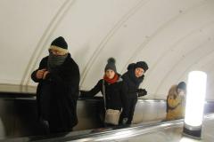 """Następnego dnia ze strachem wychodzimy z metra: lekki wietrzyk przy temperaturze -15 stopni C to nic przyjemnego, zatem obowiązuje hasło """"Kokony włóż!"""". Fot. Piotr Węgiełek"""