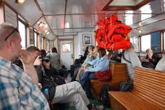 Podróż trwa 7 minut, ale na wszelki wpadek mamy komplet kamizelek ratowniczych. Foto: Andrzej Borzym