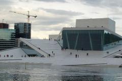 Najnowszy symbol nadmorskiego Oslo to budynek Opery, wyobrażający górę lodową, cały ze szkła i marmuru. Foto: Anna Potapowicz