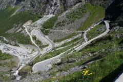 Wspinamy się właśnie Trollstigen – Drabiną Trolli, najsławniejszą górską drogą w całej Norwegii. Foto: Maria Boratyńska