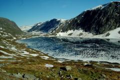 Jezioro Djupvatnet co roku pokryte jest lodem aż do lipca. Foto: Anna Potapowicz