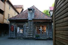 192…i skromne drewniane domki – wprowadzono tu niegdyś zakaz używania otwartego ognia, zatem i ogrzewania! Foto: Maria Boratyńska