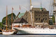 Portu strzeże od XIII w. twierdza Bergenshus. Foto: Piotr Bocian