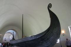 """Oto drakkar – autentyczna łódź norweskich """"podróżników"""" sprzed 1100 lat. Wikingowie byli wówczas postrachem Europy od Islandii po Sycylię. Foto: Ancja Łabuszewska"""