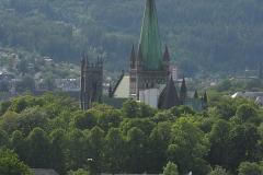 Kroki wszystkich turystów kierują się najpierw do katedry Nidaros, najsławniejszego kościoła Norwegii i największego w całej Skandynawii. Foto: Piotr Maculewicz
