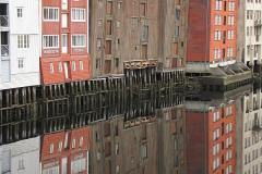…dzielnica spichrzów i magazynów nad portowym odcinkiem rzeki Nidelvy. Foto: Piotr Maculewicz