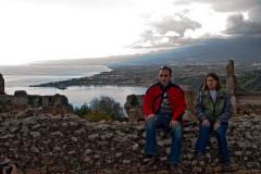 Na południu Etna – ponura i skryta, nie chce się przeglądać w łagodnych falach morza. Fot. Artur Mikołajewski