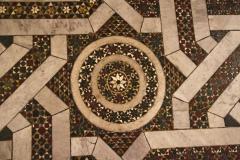 Podłoga – na wzór islamskich meczetów wykończona platerowanym marmurem. Fot. Artur Mikołajewski