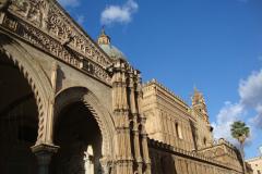 …o bogato zdobionej fasadzie… Fot. Klaudia Kalita
