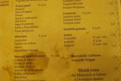 Do tego nie było tu drogo (tak wyglądał papierowy obrus-menu po obfitym obiedzie), więc wróciliśmy tu następnego dnia… Fot. Maria Boratyńska