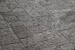 Aby tylko nie przesadzić – spotkanie z katańskim bazaltowym brukiem może nie być przyjemne. Fot. Artur Mikołajewski