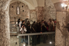 Profesor Militello, choć z wykształcenia filozof, jest z zamiłowania historykiem swojej uczelni – oprowadził nas po podziemiach klasztoru, zamienionych w fascynujące muzeum. Fot. Artur Mikołajewski
