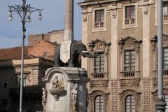 Przed katedrą – symbol miasta, Fontanna dell'Elefante. Fot. Piotr Bocian