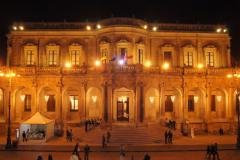 …rzęsiście oświetlone (Palazzo Ducezio),… Fot. Michał Zieliński