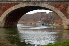 ...pod XVII-wiecznym mostem Pont-Neuf. Fot. Anna Potapowicz
