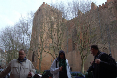 Na małą kawkę zasiądziemy pod platanami, przy murach XV-wiecznego kościoła Notre-Dame de la Dalbade. Fot. Anna Potapowicz