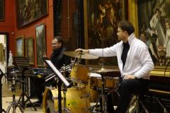 Herdzinowe trio (basista gdzieś zniknął na chwilę) także dość zaskoczone okolicznościami scenografii. Fot. Ancja Łabuszewska