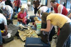 Nazajutrz, już na lotnisku, okazało się, że na włoskich pastach i pizzach przytyły także znacznie nasze bagaże.  Foto: Maria Boratyńska