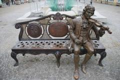 W Żarach na Rynku siedzi sobie sławny Georg Phillip Telemann, niegdyś kapelmistrz w tutejszym zamku. Foto: Piotr Węgiełek