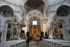 W barokowym obecnie klasztornym kościele NMP i św. Mikołaja wypróbowaliśmy akustykę. O, bardzo miło byłoby tu kiedyś zaśpiewać! Foto: Piotr Węgiełek